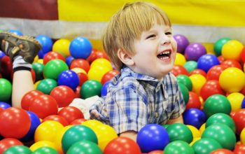 kid-playing-in-balls-1024x700
